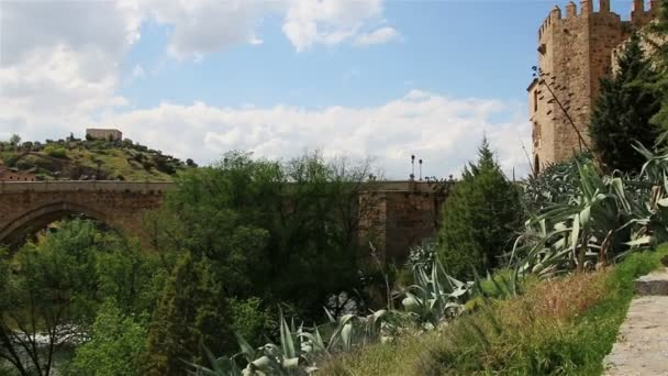 Toledo. Spain. San Martin's Bridge. Panorama from right to left. — Vídeo de stock