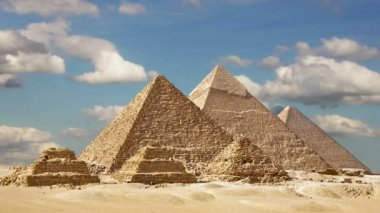 Timelapse Of The Great Pyramids In Giza Valley, Cairo, Egypt — Stock Video