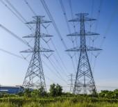 High voltage electricity pylon — Stock Photo