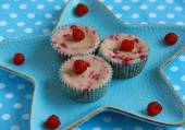 Raspberry cheesecakes — Stock Photo