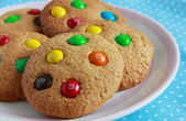Peanut butter cookies with sweets — Stockfoto