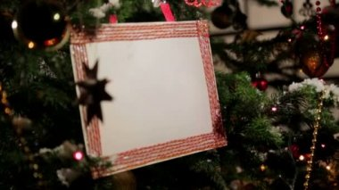 Christmas tree with postcard-placeholder on it — Stock Video