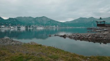 Teletskoe lake against mountains and village, Altay — Stock Video