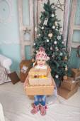 Beauty little girl with gifts — Stockfoto