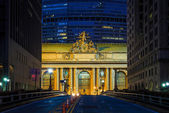 Facade of Grand Central Terminal at twilight in New York — Stock Photo