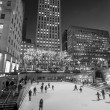 Постер, плакат: Skaters at the famous Rockefeller Center