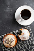 Fresh buns and cup of coffee  — Stockfoto
