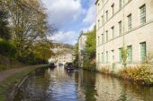 Autumn on the canal — Stock Photo