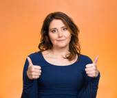 Happy woman showing thumbs up gesture — Stock Photo