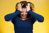 Stressed business woman, pulling her hair out — 图库照片