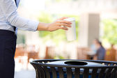 Image woman's hand throwing empty coffee cup in recycling bin — Stock Photo