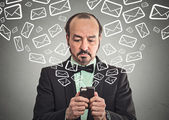 Man sending message email from smartphone  — Stockfoto