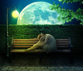 Girl sitting on bench on big moon background — 图库照片