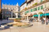 Piazza delle erbe, verona — Fotografia Stock