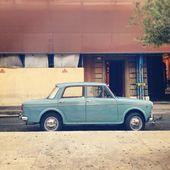 Alten Fiat Auto auf der Straße von Rom — Stockfoto