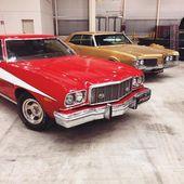 Retro cars in garage ford, dodge — Stock Photo