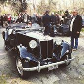 Old black car — Stock Photo