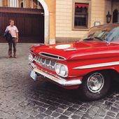 Old red car — Stock Photo