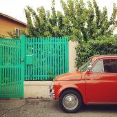 Auto červené Fiat 500 — Stock fotografie