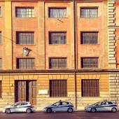 Police cars parked near building — Stock Photo