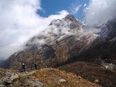 Trekkers in Modi Khola Valley, — Stock Photo