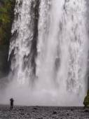 Skogafoss waterfall and photographers — Stock Photo
