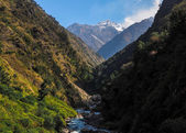 Mountains surrounding river — Stockfoto