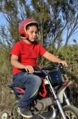 Child plays with minibikes. — Stok fotoğraf