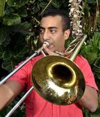 Trombonist is exercised by the trombone. — Stock Photo
