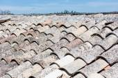 Sicilian roof, with old terracotta tiles. — Stock Photo