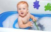 Baby boy in bath — Stock Photo