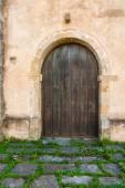 農村の家で素敵なアンティークのドア — ストック写真