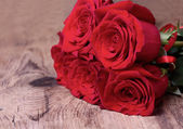 Bouquet of roses on wooden background. — Stock fotografie