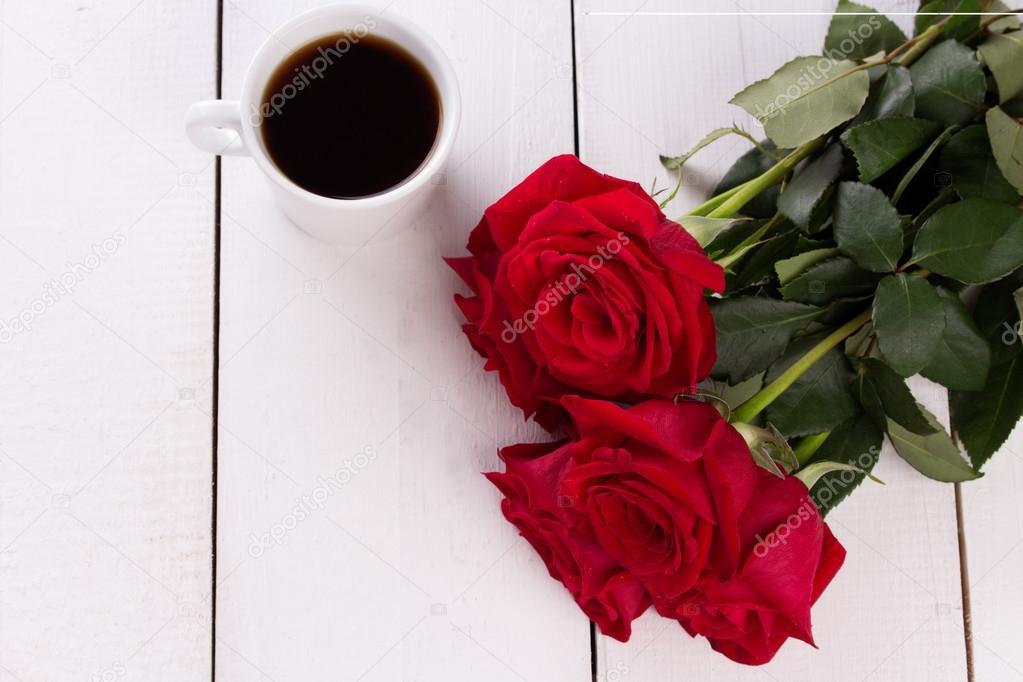 흰색 나무 테이블 배경에 커피 컵 평면도 — 스톡 사진 © oxyzay ...