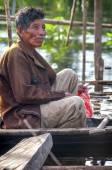 AMAZONIA, PERU - DEC 28: Unidentified Amazonian indigenous man c — Stock Photo