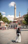 ISTANBUL, TURKEY - JULY 07: Muslim woman in front of Hagia Sophi — Stock Photo