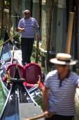 VENICE, ITALY - JULY 12 : Gondolier plying his trade in Venice I — Φωτογραφία Αρχείου