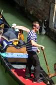 VENICE, ITALY - JULY 12 : Gondolier plying his trade in Venice I — Stock Photo