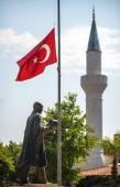 Turkish Flag, Mosque and a statue of Mustafa Kemal Ataturk at Da — Stock Photo