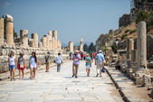 EPHESUS, TURKEY - AUG 01: visitors in Curetes street on August 0 — Stock Photo