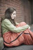 Vulnerable Teenage Girl Sleeping On The Street — Stock Photo