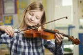 Girl Learning To Play Violin In School Music Lesson — ストック写真