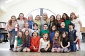 Large Group Of Children With Teacher Enjoying Drama Workshop Tog — Stock Photo