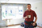 Builder Carrying Out Home Improvements Taking A Break — Stock Photo