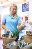 Female Customer Shopping In Farm Shop — Foto de Stock