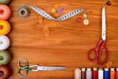 Copyspace frame with sewing tools and accesories on wooden background — Stock Photo
