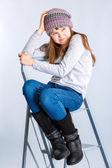 Barn tjej bär hatt — Stockfoto