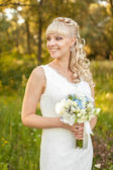 Bride on nature — Stock Photo