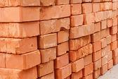 Pilha de tijolos vermelhos — Fotografia Stock