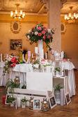 Stół w restauracji — Zdjęcie stockowe